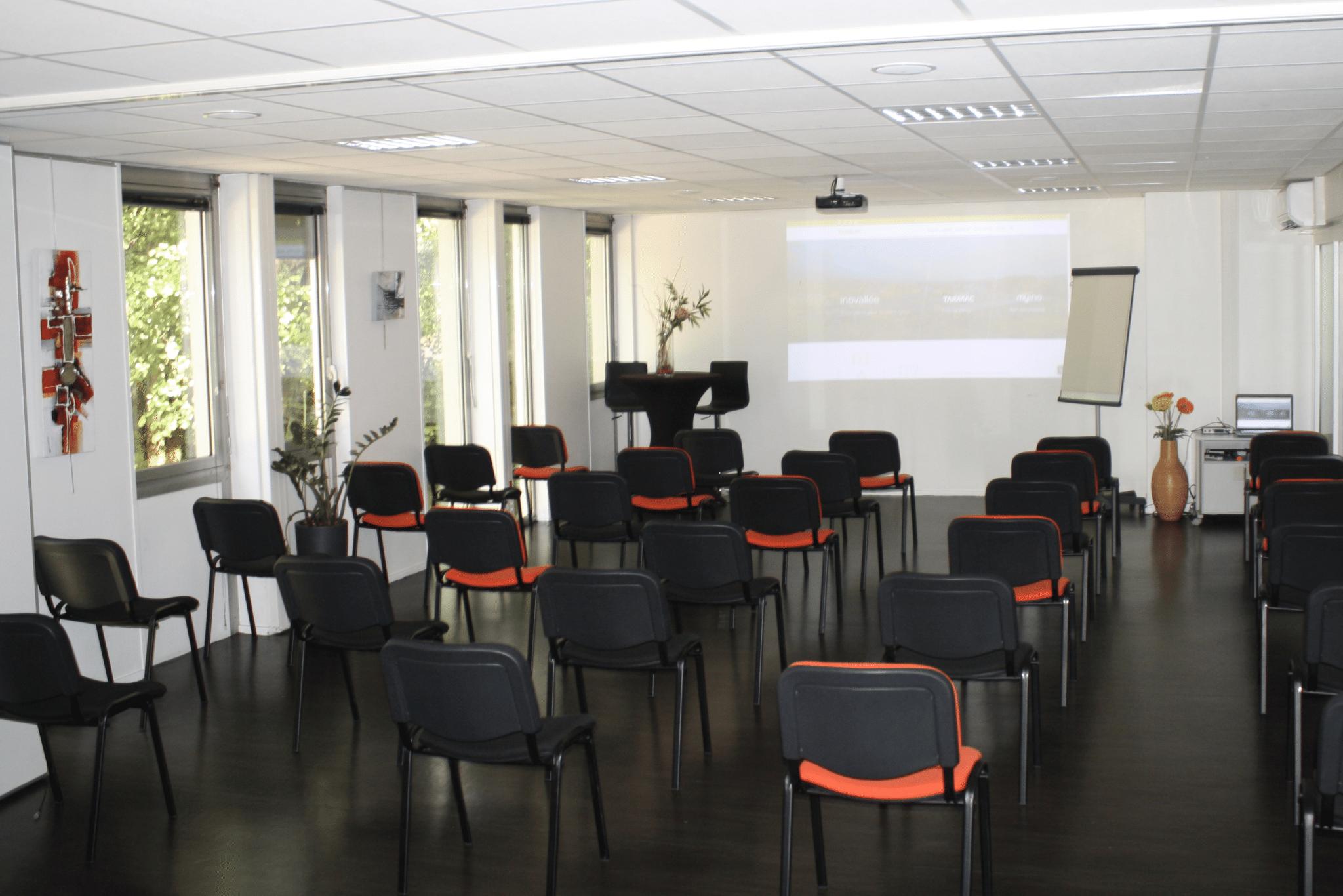 [PROTOCOLE SANITAIRE] Nos salles de réunion offrent un cadre sécurisé pour vos formations ou séminaires professionnels: retrouvez le plaisir de l'événementiel avec vos collaborateurs!