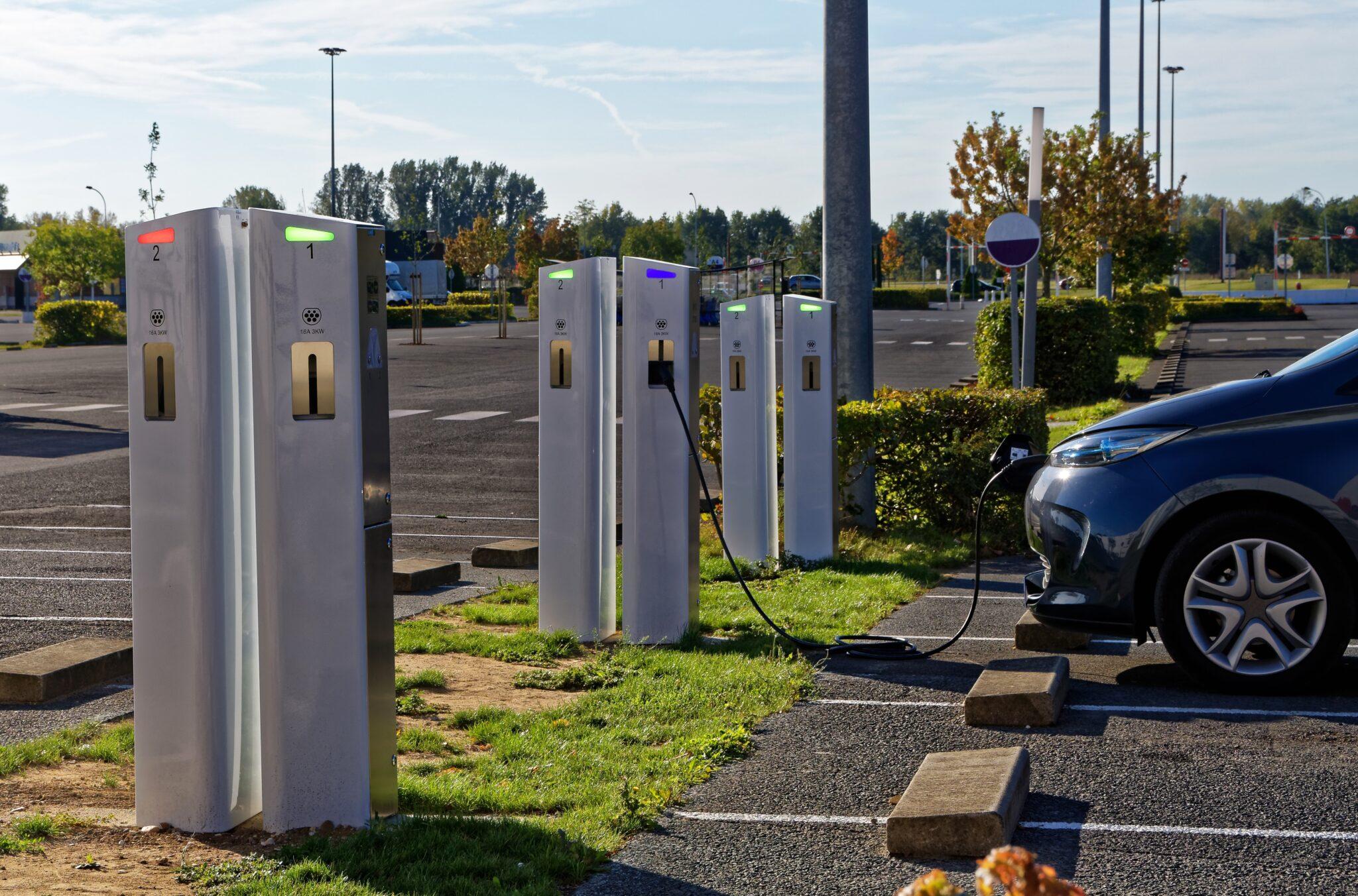 Bornes de recharge électriques pour véhicules sur inovallée : un groupe de travail se met en place !